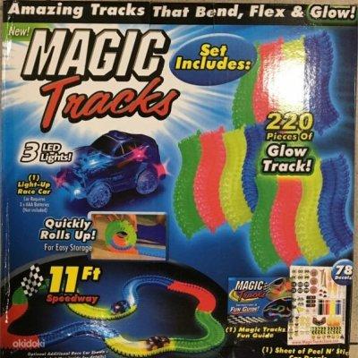 Svítící autodráha Magic Tracks - 220 dílků