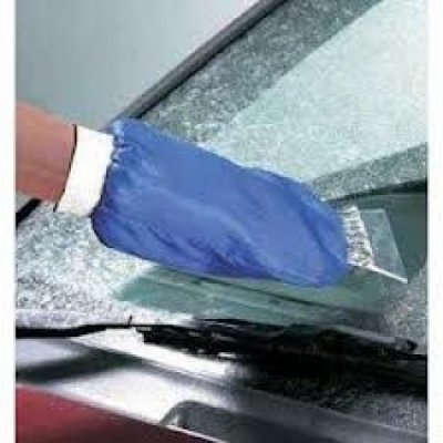 Škrabka na auto s rukavicí