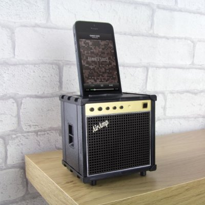 Zesilovač zvuku pro mobily ve tvaru reprosoustavy