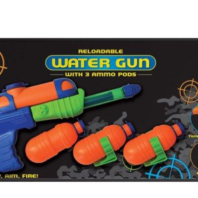 Vodní pistole se zásobníky